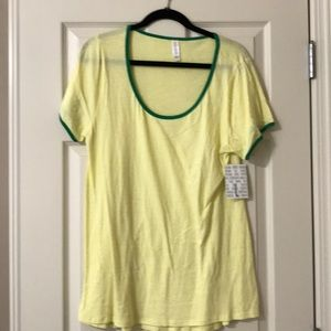 LuLaRoe Classic T in size L in sunny yellow